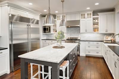 Amerikanischer Kühlschrank In Küche : Amerikanische küchen landhausstil u edle landhausküchen
